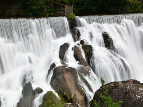新城のナイアガラの滝(長篠堰堤)