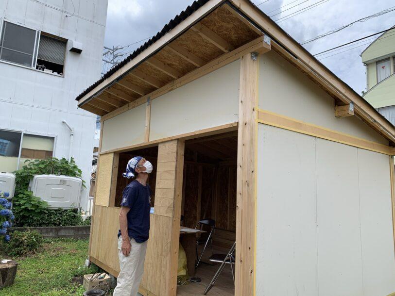 作成中の小屋